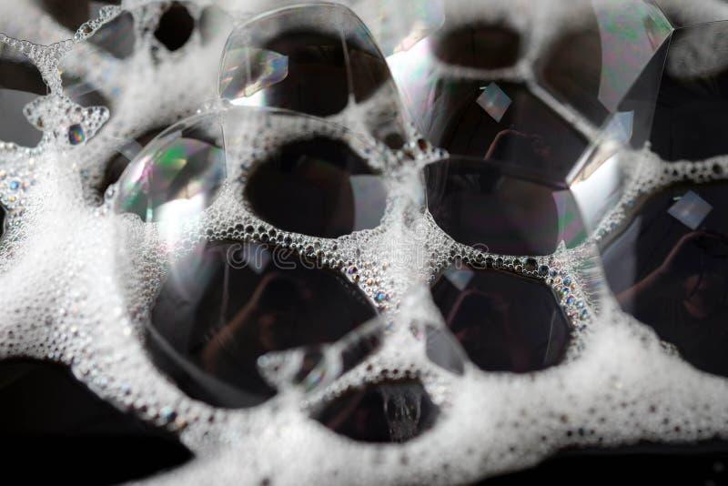Άσπρη σαπωνώδης σύσταση αφρού υποβάθρου Αφρός σαμπουάν με στοκ φωτογραφίες