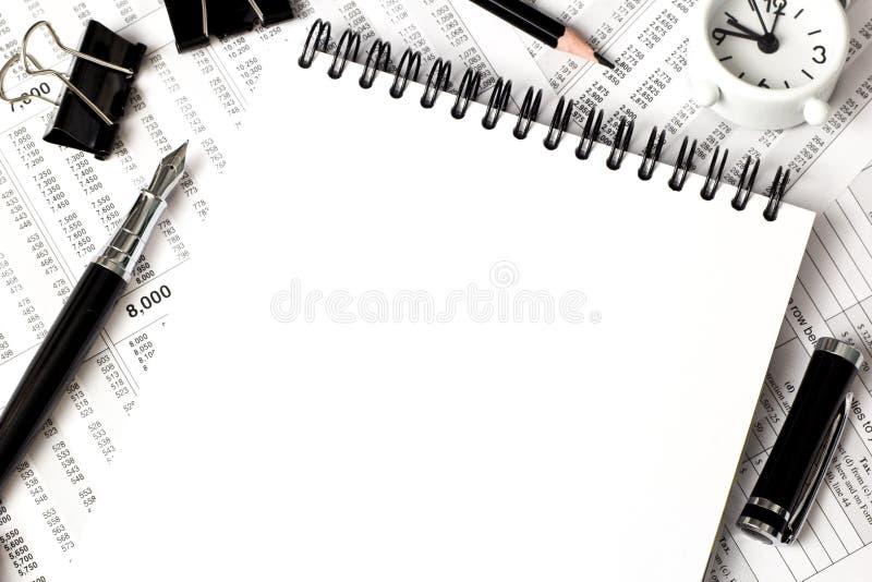 Άσπρη τοπ άποψη σημειωματάριων, προμήθειες γραφείων στοκ φωτογραφία με δικαίωμα ελεύθερης χρήσης