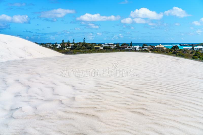 Άσπροι αμμόλοφοι άμμου lancelin, δυτική Αυστραλία 2 στοκ εικόνα