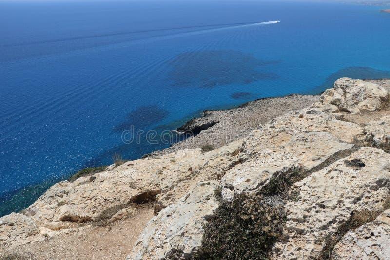 Άσπροι βράχοι στην όμορφη Κύπρο στοκ εικόνα με δικαίωμα ελεύθερης χρήσης