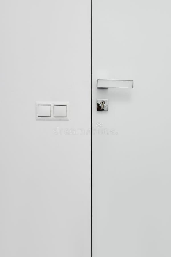 Άσπροι πόρτα και διακόπτης στοκ εικόνα