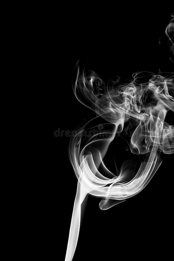Άσπρος καπνός στη μαύρη ανασκόπηση στοκ εικόνες με δικαίωμα ελεύθερης χρήσης