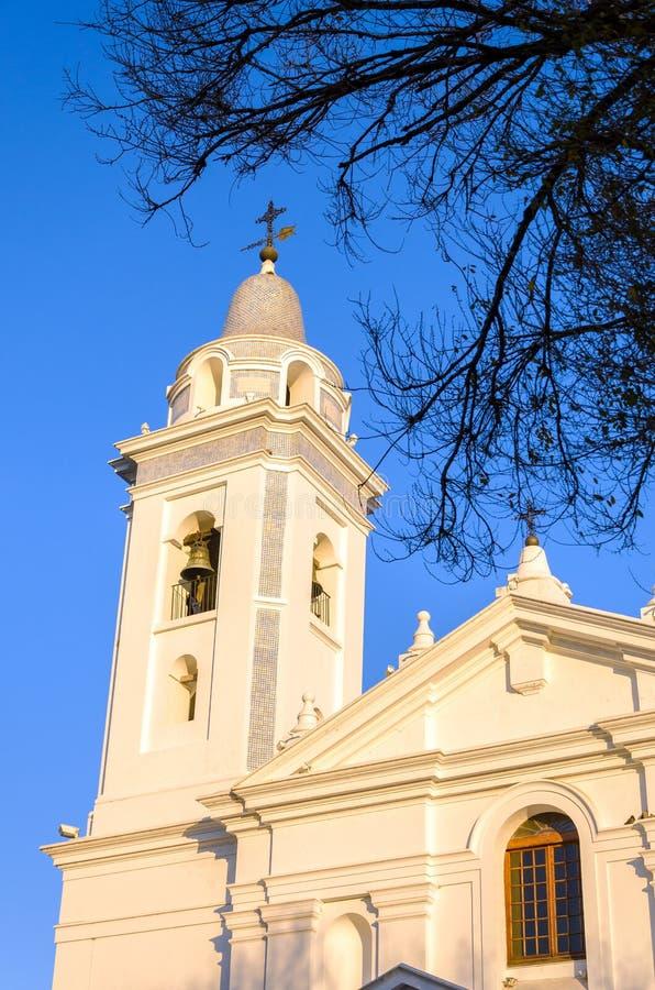 Άσπρος κώνος εκκλησιών στοκ εικόνα