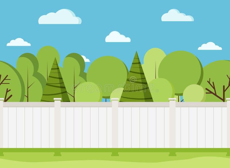 Άσπρος ξύλινος φράκτης με τα δέντρα Σύγχρονος αγροτικός άσπρος φράκτης με την πράσινη χλόη απεικόνιση αποθεμάτων