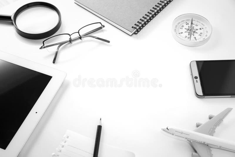 Άσπρος ξύλινος πίνακας γραφείων γραφείων του επιχειρησιακού εργασιακού χώρου και της επιχείρησης στοκ φωτογραφία με δικαίωμα ελεύθερης χρήσης