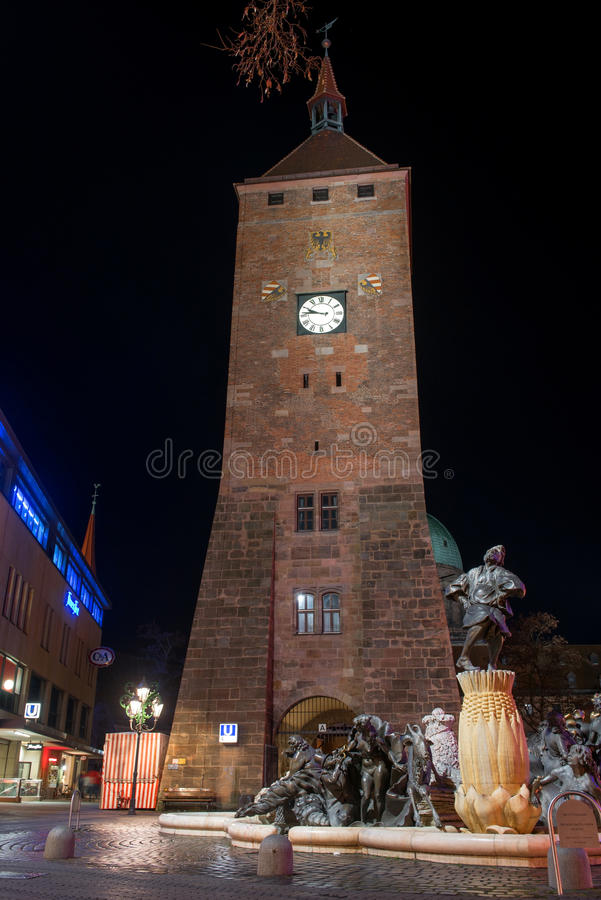 Άσπρος πύργος στο Ludwigsplatz στοκ εικόνες
