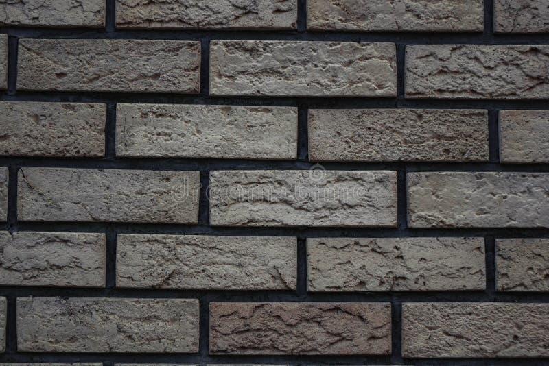 άσπρος τοίχος των τούβλων με ένα γκρίζο υπόβαθρο τούβλου απόχρωσης στοκ φωτογραφίες