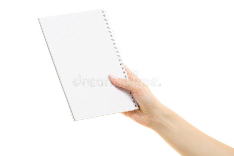 Άσπρο ανοικτό σημειωματάριο στο θηλυκό χέρι στοκ φωτογραφία