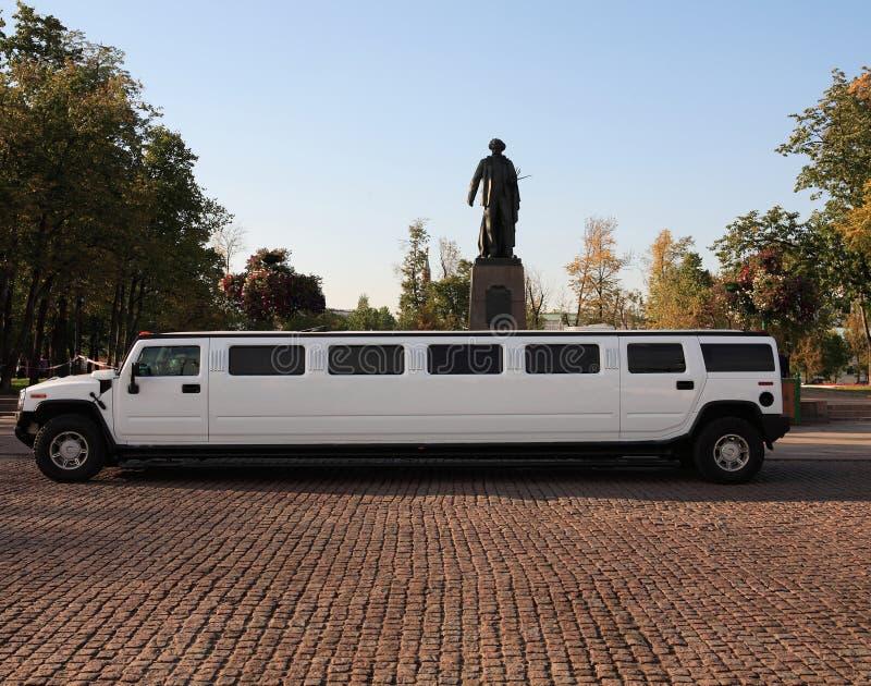 άσπρο γαμήλιο limousine στοκ εικόνα