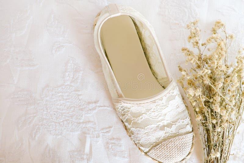 Άσπρο εκλεκτής ποιότητας ύφος δαντελλών παπουτσιών στοκ φωτογραφία με δικαίωμα ελεύθερης χρήσης