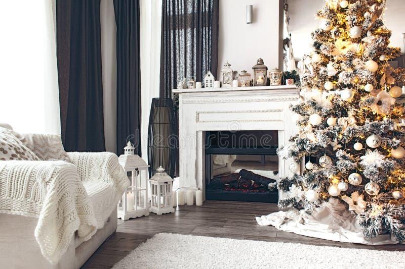 Άσπρο εσωτερικό Χριστουγέννων στοκ εικόνες
