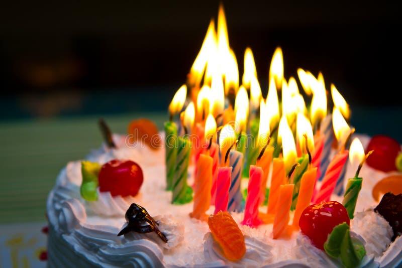 Άσπρο κέικ κρέμας. στοκ εικόνα με δικαίωμα ελεύθερης χρήσης