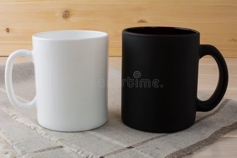 Άσπρο και μαύρο πρότυπο κουπών καφέ στοκ εικόνα