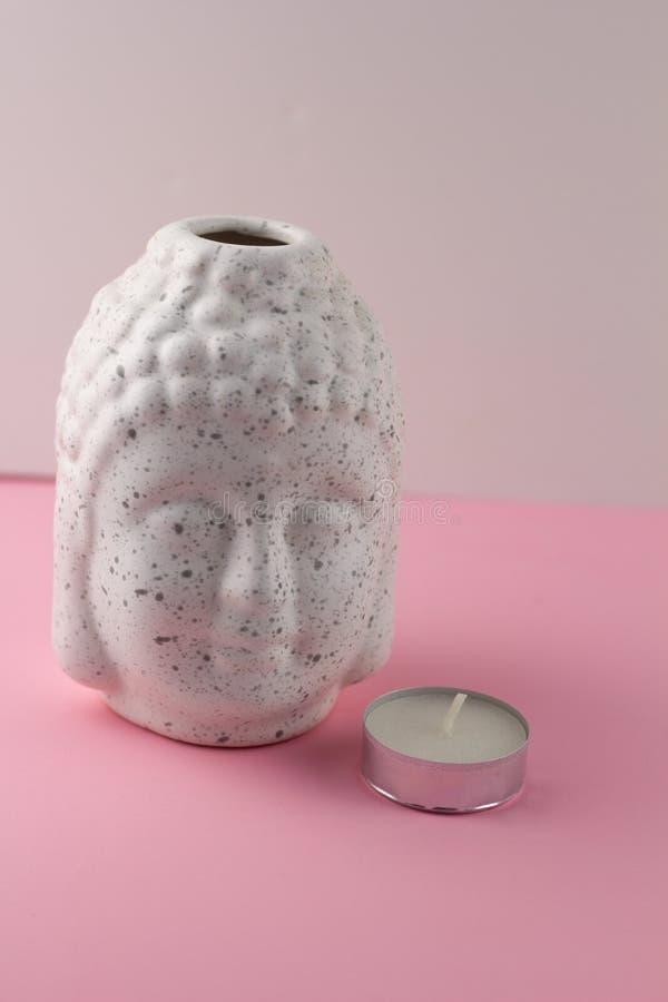 Άσπρο κεραμικό κεφάλι του Βούδα ειδωλίων στοκ εικόνα