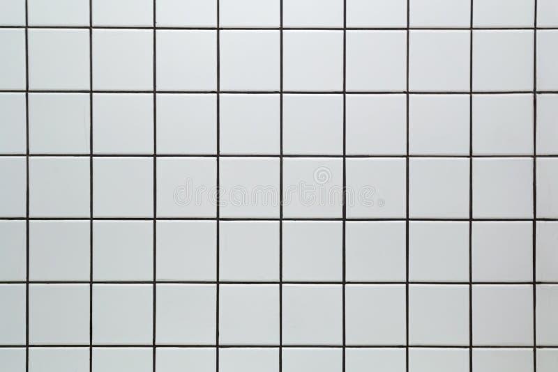 Άσπρο κεραμικό τετραγωνικό υπόβαθρο σύστασης σχεδίων κεραμιδιών άνευ ραφής στοκ εικόνα