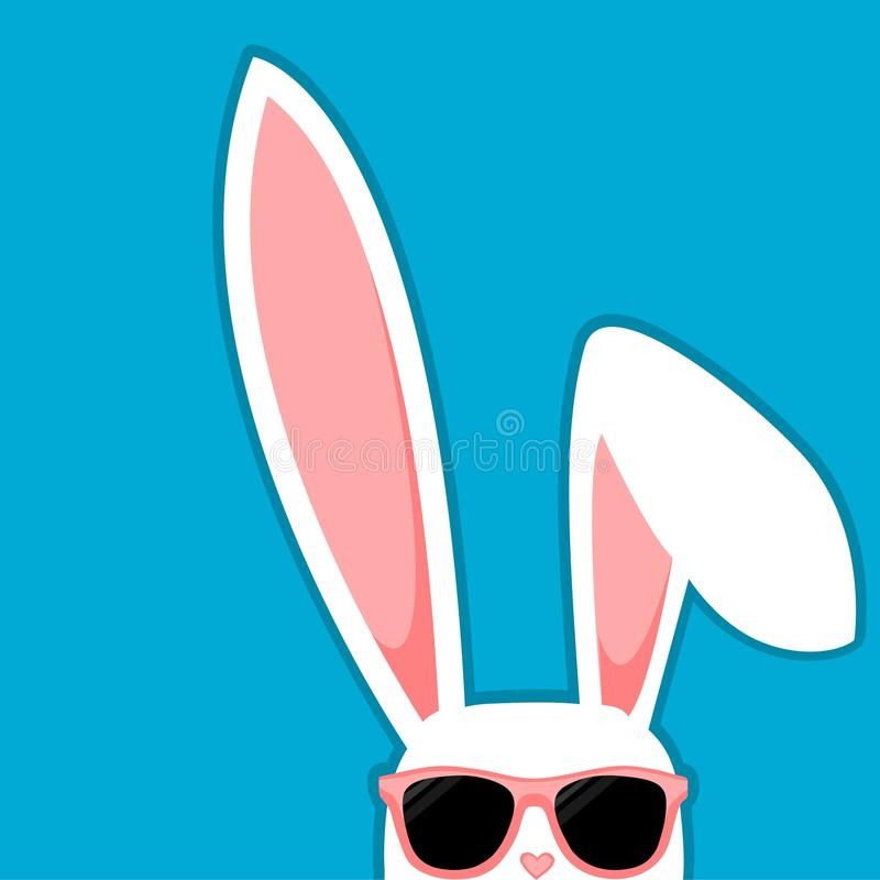 Άσπρο κουνέλι λαγουδάκι Πάσχας με τα μεγάλα αυτιά και τα γυαλιά ηλίου στο μπλε υπόβαθρο απεικόνιση αποθεμάτων