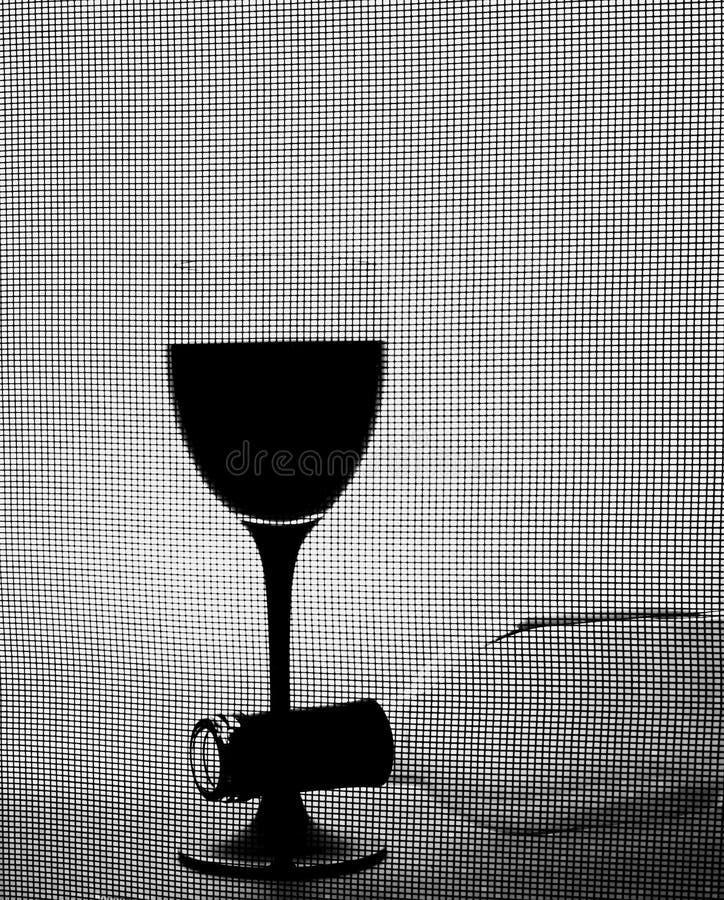 άσπρο κρασί γυαλικών σχεδίου ανασκόπησης μαύρο στοκ φωτογραφία με δικαίωμα ελεύθερης χρήσης