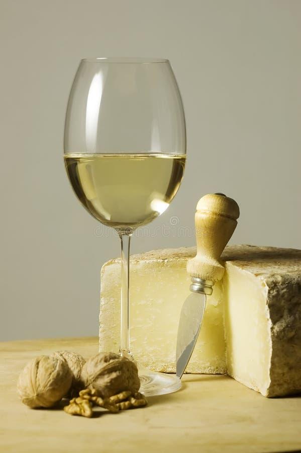 άσπρο κρασί γυαλιού τυριών στοκ εικόνες