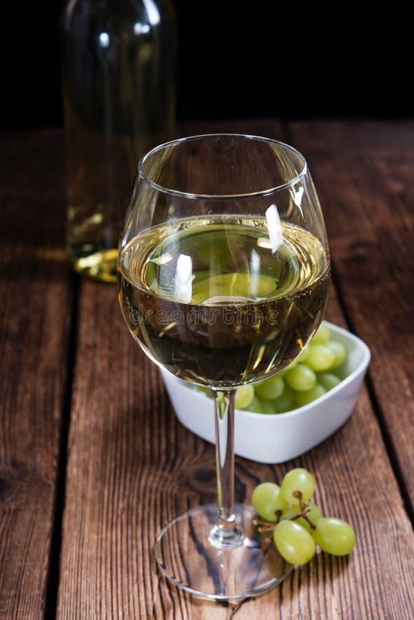 Άσπρο κρασί (εκλεκτική εστίαση) στοκ φωτογραφίες με δικαίωμα ελεύθερης χρήσης