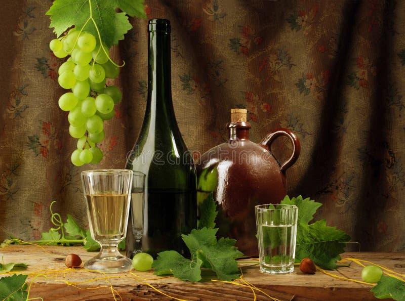 άσπρο κρασί ζωής ακόμα στοκ εικόνα