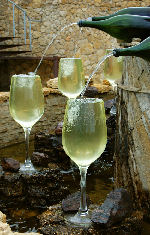 άσπρο κρασί πηγών στοκ εικόνες