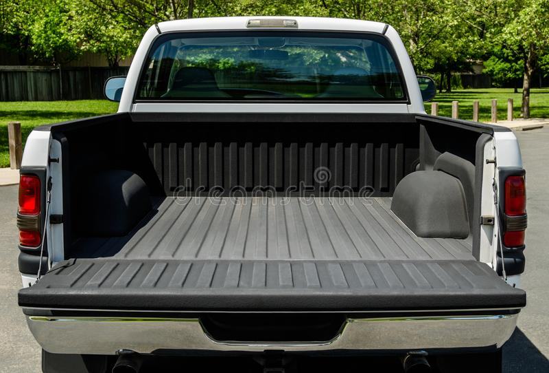 Άσπρο κρεβάτι φορτηγών στοκ φωτογραφίες