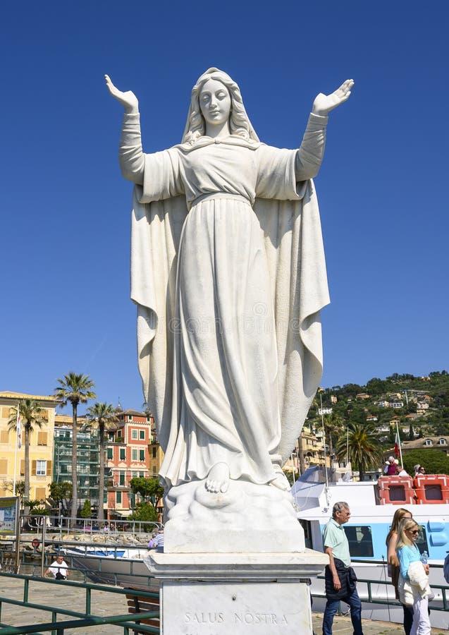 Άσπρο μαρμάρινο γλυπτό Αγίου Margherite της Αντιόχειας, προστάτης Άγιος της πόλης Santa Margherita Ligure, Ιταλία στοκ εικόνα