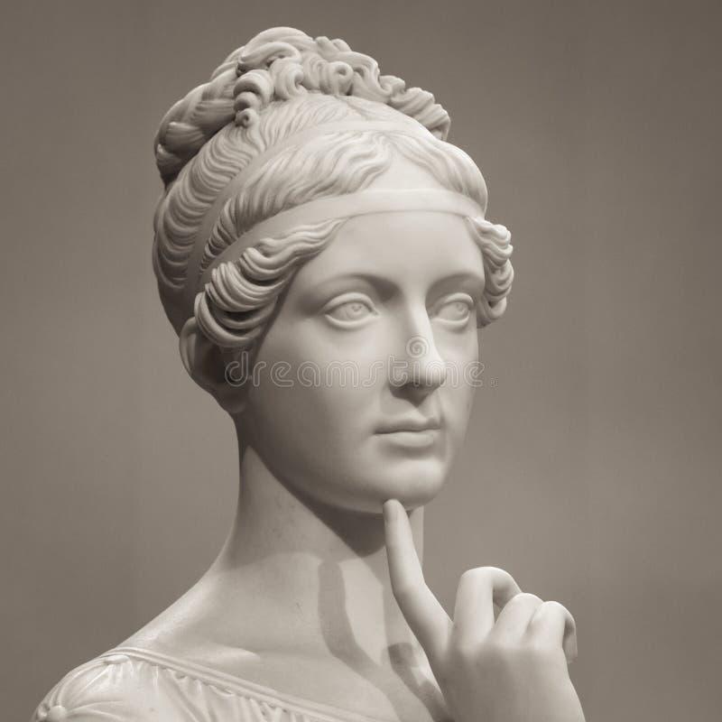 Άσπρο μαρμάρινο κεφάλι της νέας γυναίκας στοκ φωτογραφίες με δικαίωμα ελεύθερης χρήσης