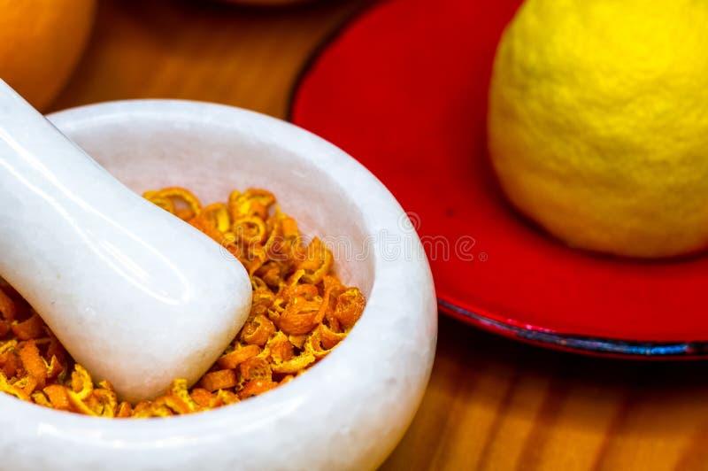 Άσπρο μαρμάρινο κονίαμα με την πορτοκαλιά απόλαυση στοκ φωτογραφίες με δικαίωμα ελεύθερης χρήσης