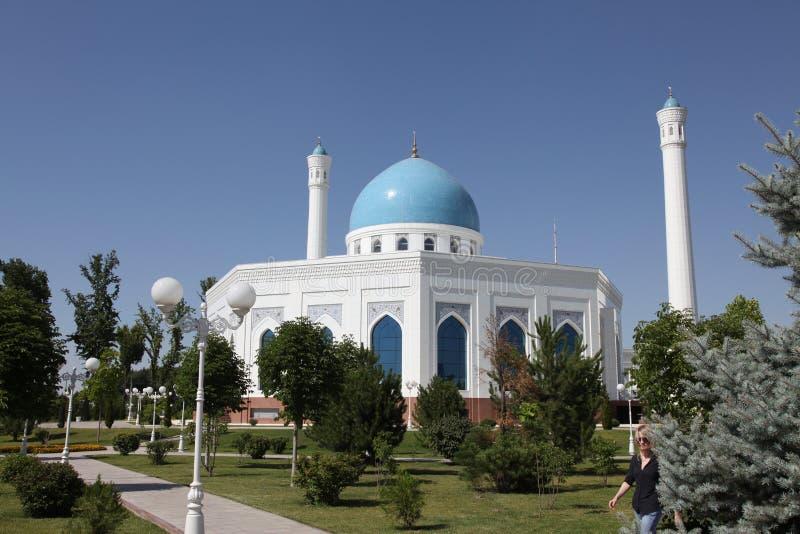 Άσπρο μουσουλμανικό τέμενος στην Τασκένδη στο Ουζμπεκιστάν στοκ εικόνα