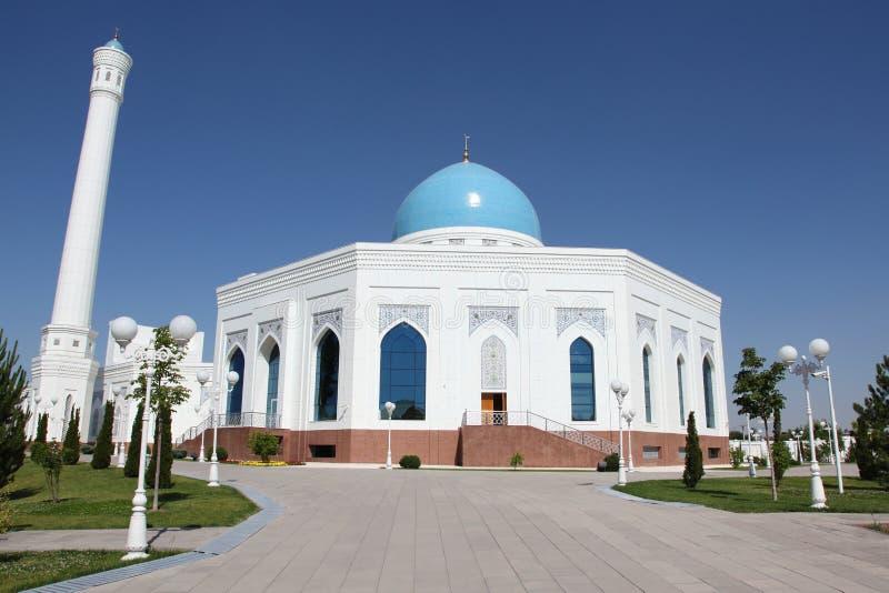 Άσπρο μουσουλμανικό τέμενος στην Τασκένδη στο Ουζμπεκιστάν στοκ εικόνες