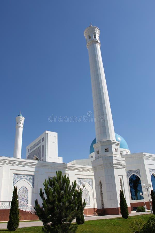 Άσπρο μουσουλμανικό τέμενος στην Τασκένδη στο Ουζμπεκιστάν στοκ εικόνα με δικαίωμα ελεύθερης χρήσης