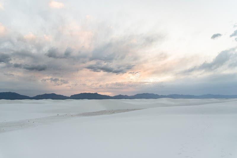 Άσπρο Νέο Μεξικό άμμων μετά από το ηλιοβασίλεμα στοκ φωτογραφία