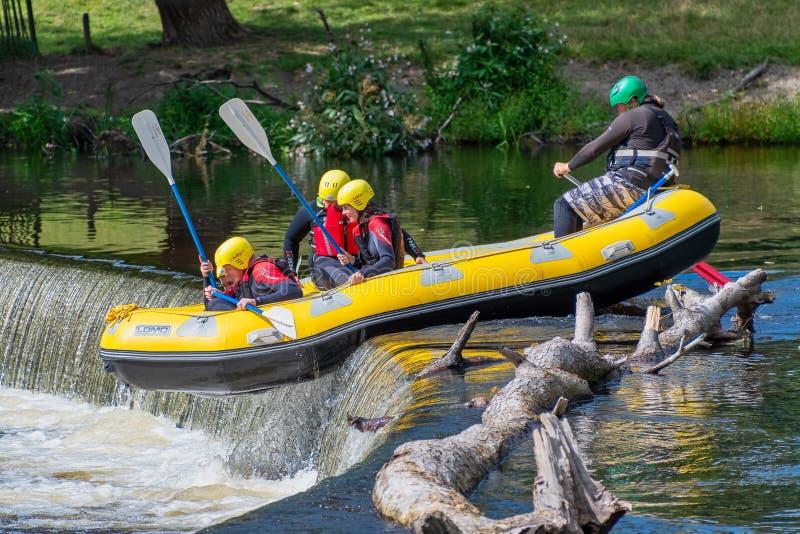 Άσπρο νερού πέρα από τις πεταλοειδείς πτώσεις στον ποταμό dee στοκ φωτογραφίες με δικαίωμα ελεύθερης χρήσης