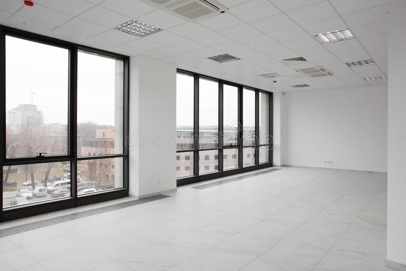 Άσπρο ολοκαίνουργιο εσωτερικό του γραφείου στοκ εικόνες με δικαίωμα ελεύθερης χρήσης