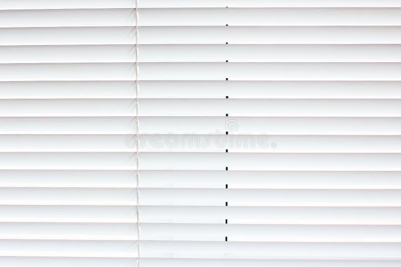 άσπρο παράθυρο τυφλοί κλειστοί jalousie στοκ φωτογραφία με δικαίωμα ελεύθερης χρήσης