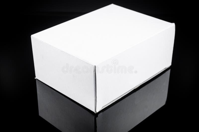 άσπρο παρόν κουτί από χαρτόνι στοκ εικόνα