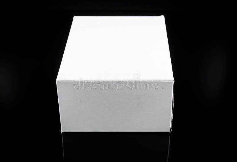 άσπρο παρόν κουτί από χαρτόνι στοκ εικόνες με δικαίωμα ελεύθερης χρήσης
