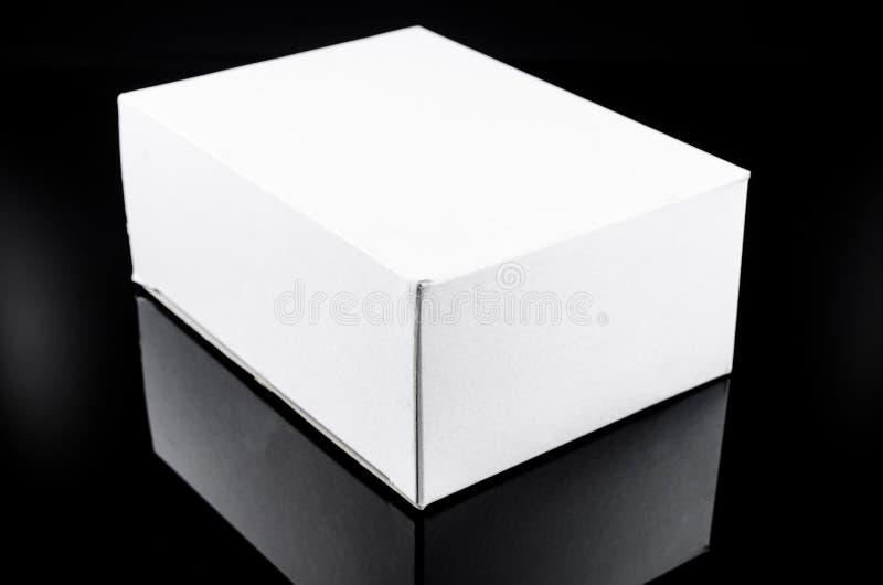άσπρο παρόν κουτί από χαρτόνι στοκ εικόνες