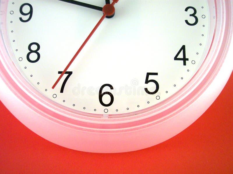 Άσπρο ρολόι τοίχων στοκ εικόνα με δικαίωμα ελεύθερης χρήσης