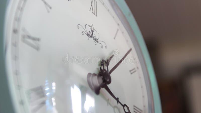 Άσπρο ρολόι στοκ φωτογραφία με δικαίωμα ελεύθερης χρήσης