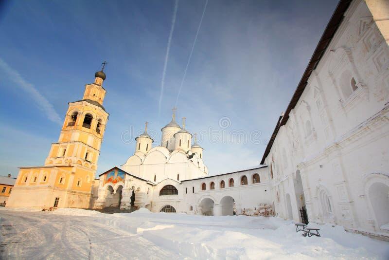 Άσπρο ρωσικό autmn Ορθόδοξων Εκκλησιών στοκ εικόνα