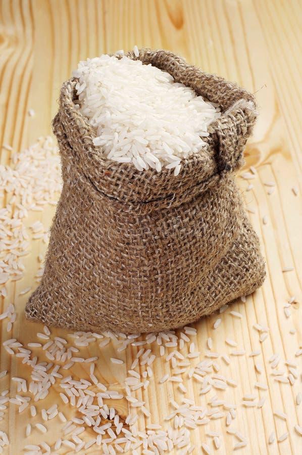 Άσπρο ρύζι σε έναν σάκο στοκ φωτογραφία