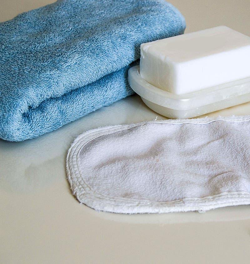 Άσπρο σαπούνι λουτρών, σακούλα λουτρών και πετσέτα λουτρών, τουρκικά λουτρά λουτρών, στοκ εικόνες με δικαίωμα ελεύθερης χρήσης