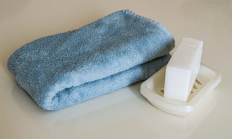 Άσπρο σαπούνι λουτρών, σακούλα λουτρών και πετσέτα λουτρών, τουρκικά λουτρά λουτρών, στοκ εικόνες