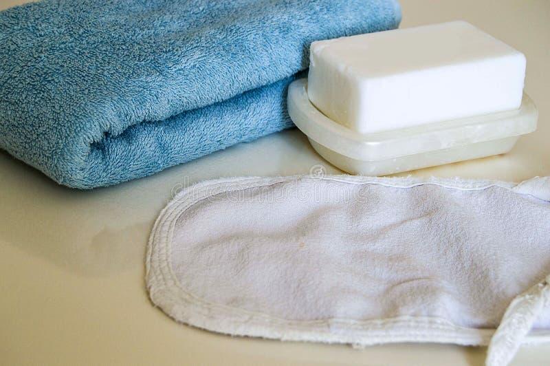 Άσπρο σαπούνι λουτρών, σακούλα λουτρών και πετσέτα λουτρών, τουρκικά λουτρά λουτρών, στοκ εικόνα με δικαίωμα ελεύθερης χρήσης