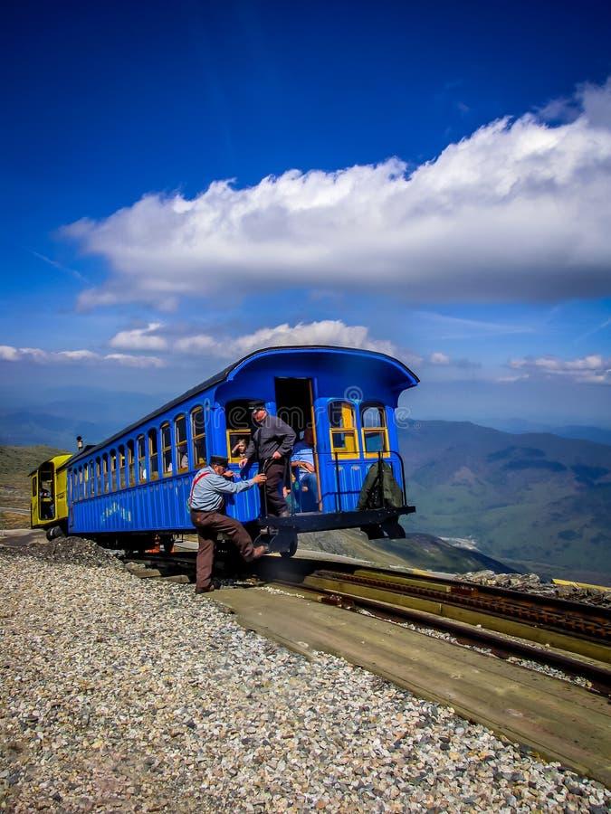 Άσπρο τραίνο βουνών στοκ εικόνα