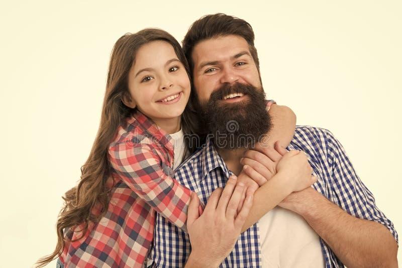 Άσπρο υπόβαθρο αγκαλιάσματος πατέρων και κορών Καλύτερος μπαμπάς πάντα Καλύτεροι φίλοι παιδιών και μπαμπάδων r Πατρότητα και στοκ φωτογραφίες