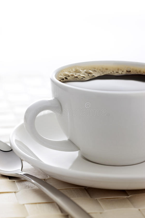 Άσπρο υπόβαθρο φλυτζανιών καφέ στοκ εικόνα με δικαίωμα ελεύθερης χρήσης
