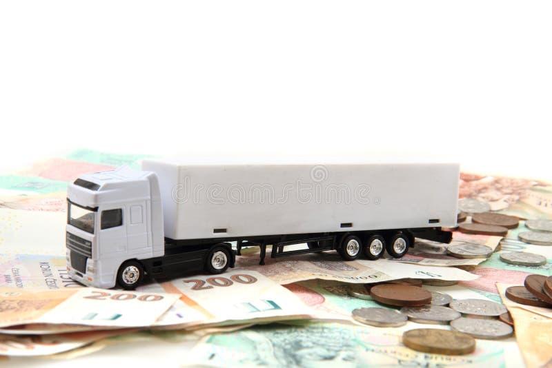 Άσπρο φορτηγό και τσεχικά χρήματα στοκ εικόνες